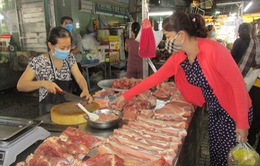 Giá lợn hơi giảm, người tiêu dùng vẫn phải mua thịt giá cao