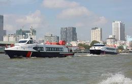 Biến tàu chở khách du lịch thành tàu chở hàng hóa - nhu yếu phẩm