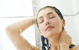 Tại sao không nên rửa mặt khi tắm vòi hoa sen?