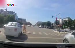 Không chấp hành hiệu lệnh còn gây nguy hiểm cho cảnh sát giao thông