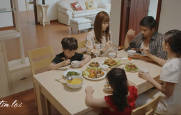 Mùa hoa tìm lại - Tập 25: Ngồi chung mâm cơm, Thủy cố tình quan tâm Đồng để Lệ phải rút lui?