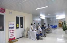 Giám đốc Bệnh viện E lên tiếng về tình trạng người dân xếp hàng tiêm vaccine COVID-19