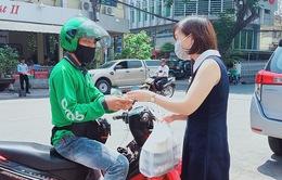 Hà Nội: Shipper của bưu chính, siêu thị được phép hoạt động sau khi đăng ký