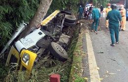 Lật xe tải trên đèo Bảo Lộc, 3 người thương vong