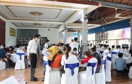 Hơn 100 người đến từ nhiều tỉnh, thành phố tập trung tổ chức sự kiện bất chấp dịch COVID-19