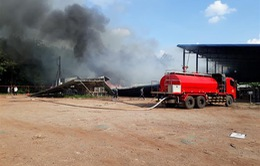 Cháy lớn thiêu rụi xưởng sản xuất chuối và 2 dãy nhà trọ công nhân