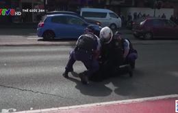 Cảnh sát Australia đối phó với hàng ngàn người biểu tình phản đối lệnh phong toả cứng
