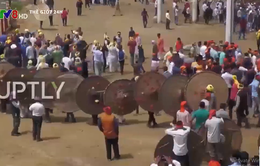 Hàng trăm người tham gia lễ hội ném đá vào nhau ở Ấn Độ