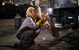 """Quá tập trung phát triển dịch vụ, Ấn Độ """"bỏ quên"""" sản xuất"""