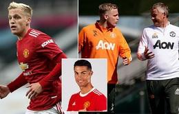 "Ronaldo tới Man Utd là ""tin xấu"" với Van de Beek"
