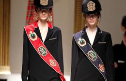 Ấn tượng đen đỏ Moschino Thu Đông 2013