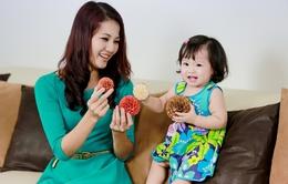 """Lần đầu tiên hoa hậu Trần Thị Quỳnh """"lên sóng""""  cùng con gái"""