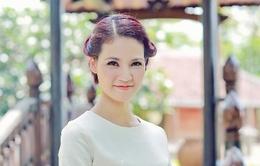 Hoa hậu Trần Thị Quỳnh đằm thắm, xinh tươi