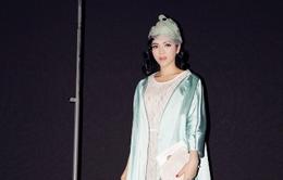 Lý Nhã Kỳ làm quý tộc trong show thời trang nước ngoài