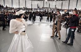 Lý Nhã Kỳ hút ống kính tại show diễn của Chanel