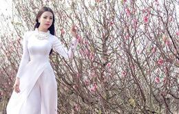 Trà Ngọc Hằng quyến rũ trong áo dài trắng tinh khôi ngày xuân muộn