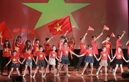 Con gái Chiều Xuân cùng các bé The Voice Kids 2013 thu hút khán giả nhí