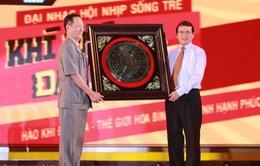 Đàm Vĩnh Hưng, Hồng Nhung tự hào hát dưới cờ Tổ quốc