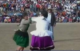 """Lễ hội """"đánh nhau"""" ở Peru"""