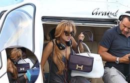 Lindsay Lohan suýt lộ vòng 1