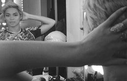 Lady Gaga khỏa thân, Beyonce xuống tóc