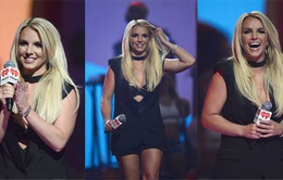 Britney Spears nghiền pizza