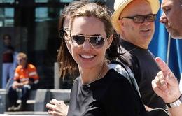 Angelina Jolie hạnh phúc sau tin đồn kết hôn bí mật
