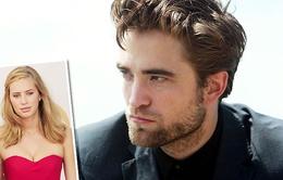 Dylan Penn sợ quan hệ nghiêm túc với Robert Pattinson