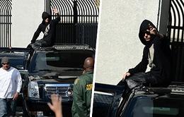 Nộp 2,500 USD, Justin Bieber khệnh khạng rời khỏi nhà tù