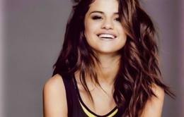 Tránh vào trại cai nghiện, Selena Gomez quay lại với tôn giáo