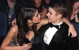 Justin Bieber phản bội Selena Gomez?