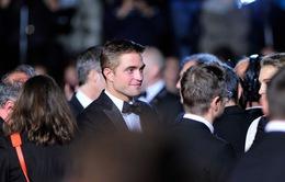 Robert Pattinson đỏ mặt khi nói về cảnh nóng