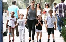 Con nhà Jolie-Pitt thích xem phim hành động của bố mẹ