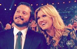 Kelly Clarkson chính thức làm mẹ