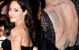 Các con của Angelina Jolie mê mẩn hình xăm