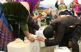 Bản Mông giữ cách nấu rượu truyền thống