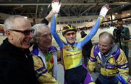 Cụ ông 102 tuổi đạp xe liên tục 1 giờ liền