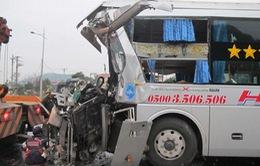 Hà Tĩnh: Xe khách đâm container, phụ xe tử vong tại chỗ
