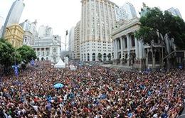 """Những bữa tiệc """"thâu đêm suốt sáng"""" hậu carnival Brazil"""