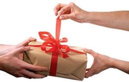 Phải nộp thuế nếu quà biếu, tặng vượt quá 30 triệu đồng