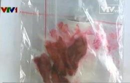 Ghê sợ thịt lợn chín chuyển màu đỏ... như máu