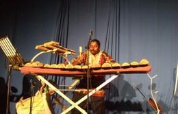 Nghệ sĩ Sudan chơi giỏi 23 loại nhạc cụ