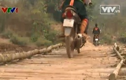 Người dân huyện Nậm Pồ vẫn khó bỏ cầu tạm