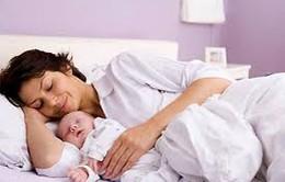 Bà mẹ cần lưu ý những dấu hiệu bất thường sau sinh