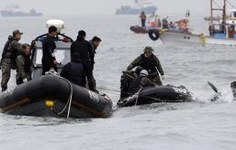 Chìm phà Hàn Quốc: Đội cứu hộ có thể đập toàn bộ cửa kính phà Sewol vào đêm nay