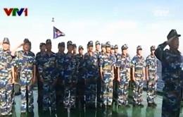 Thiêng liêng Lễ chào cờ Tổ quốc ở vùng biển Hoàng Sa của Việt Nam
