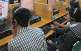 """""""Sốc"""" với con số học sinh lạm dụng ĐTDĐ và Internet"""