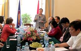 Đoàn đại biểu Đảng Cộng sản Việt Nam thăm châu Âu