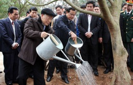 Tổng Bí thư tham dự Tết trồng cây