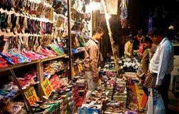 """Ấn Độ: Giày dép """"handmade"""" lên ngôi vì kinh tế khó khăn"""